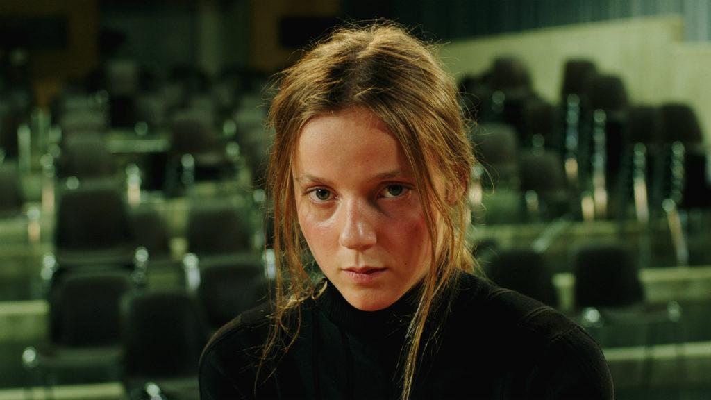 Sarah-joue-un-loup-garou-2017-Katharina-Wyss-03