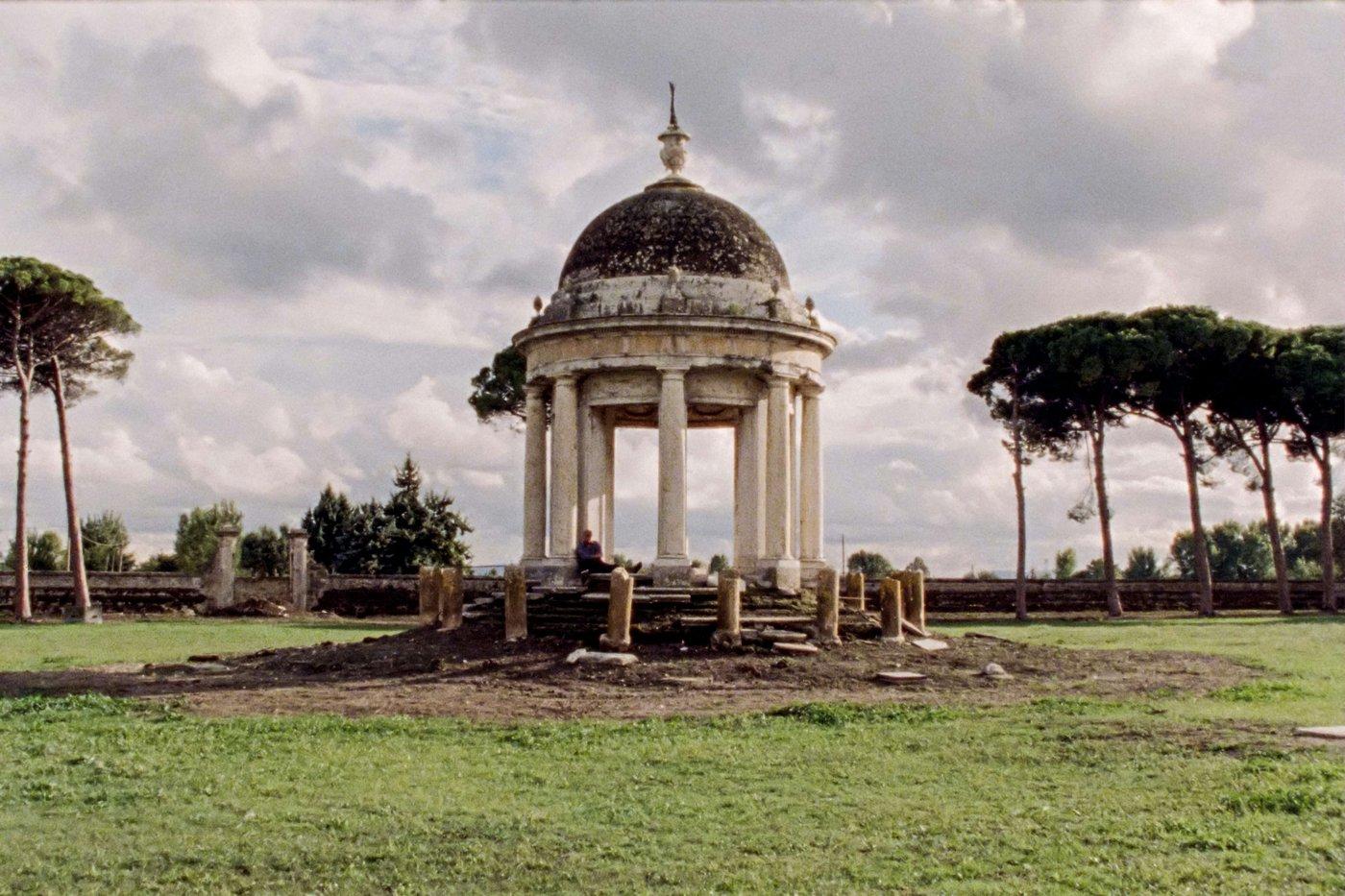 Bella-e-perduta-2015-Pietro-Marcello-02